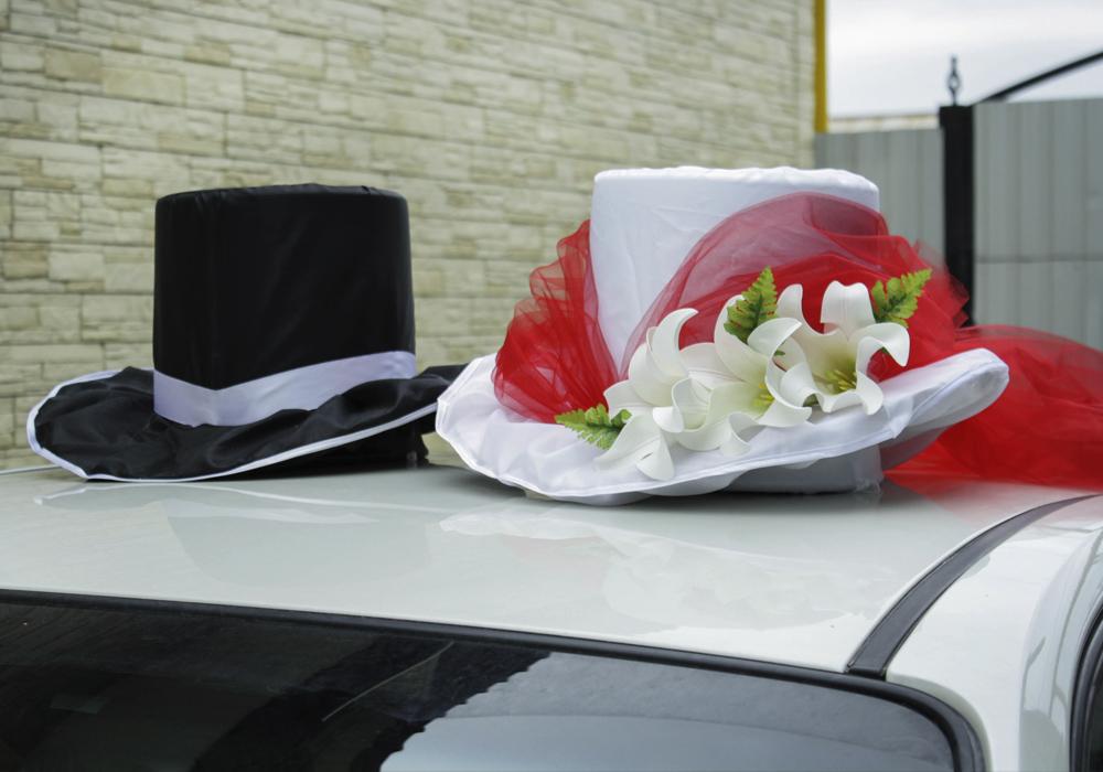 Украшение машины на свадьбу своими руками шляпа