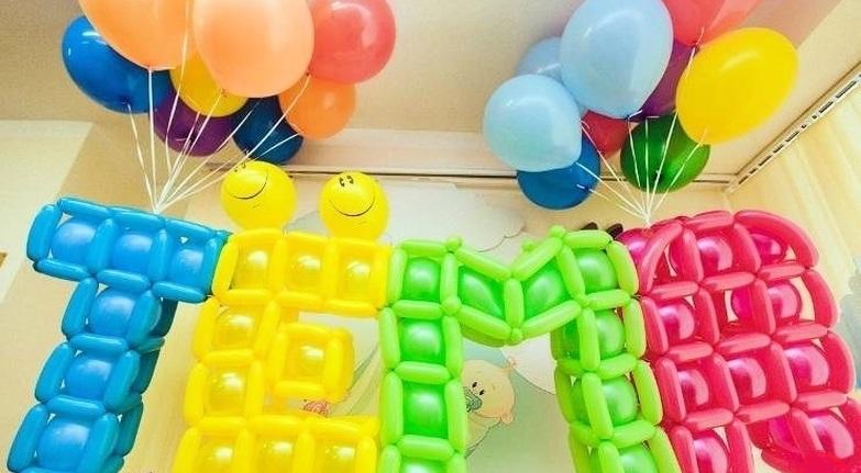 Буквы из воздушных шаров