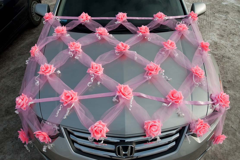 Цветы из фатина на машину
