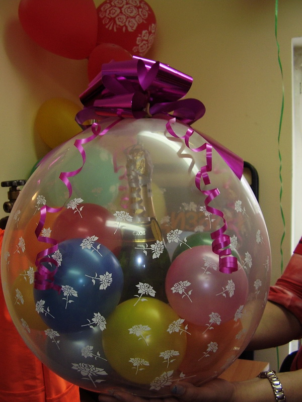 Как обыграть подарок воздушный шар