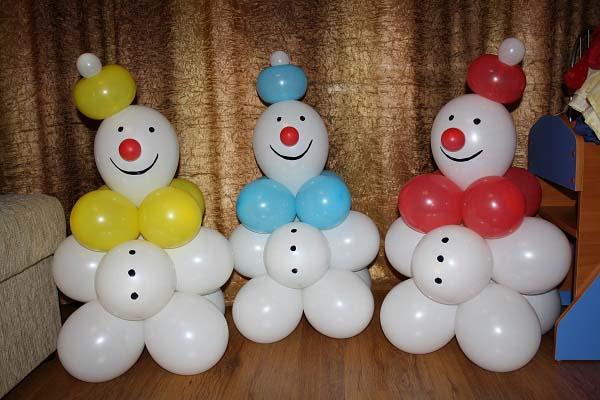 Снеговик из воздушных шариков своими руками мастер класс